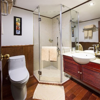 Bathroom in cabin category A, B or C